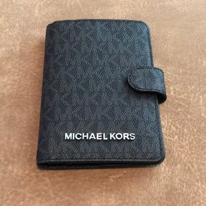 Michael Kors Passport/Wallet